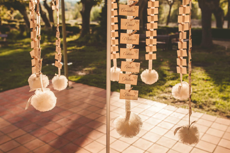 temps-de-reve-champetre-mariage-plan-de-table-pompons