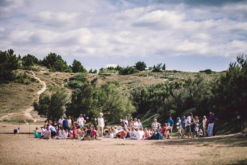 temps-de-reve-boheme-ceremonie-plage-sable-ensemble