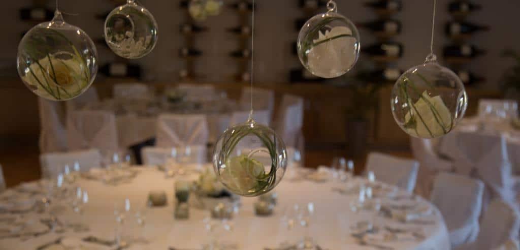 centre-de-table-suspendu-deco-mariage-blanc-et-vert