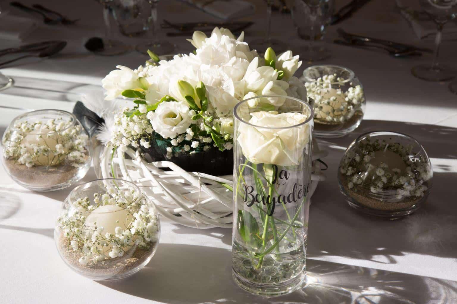 nom-de-table-mariage-rose-blanche